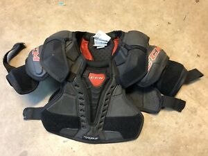 CCM Shoulder Pads Novice Age/Size