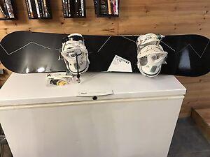 Planche à neige et bottes à vendre