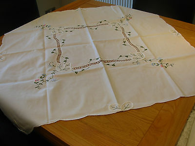 VINTAGE WHITE COTTON  TABLECLOTH 30 x 31 in BEAUTIFUL CUT OUT WORK FREE POST!