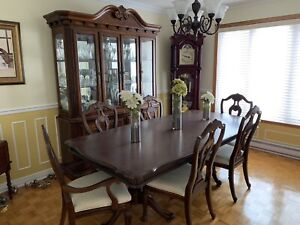 Salle à dinner Dining room set solid wood excellent condition