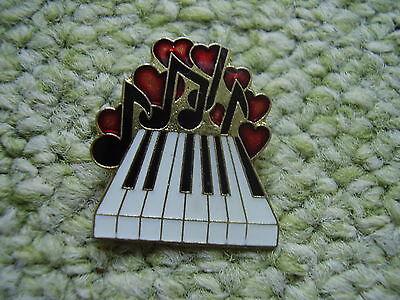 Pin Pins Ansteckpin Musikinstrument Klavier Flügel Piano Konzertflügel Noten