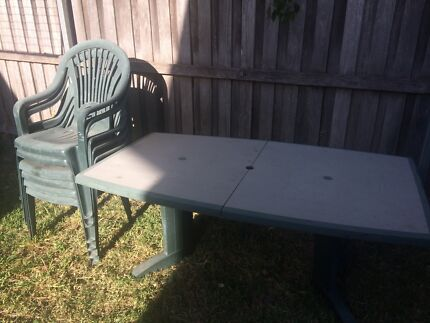 Outdoor table setting with extension