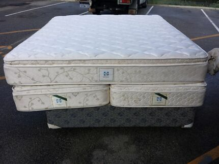 king size bed sealy have full size mattress  or two pieces  zip u