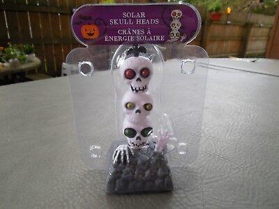 HALLOWEEN SOLAR DANCING THREE SKULLS NIP ***BUY 2 ONE - Buy Plastic Skull