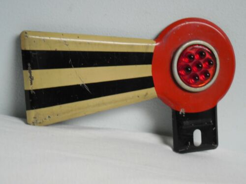 VINTAGE LICENSE PLATE TOPPER RAIL ROAD SIGNAL RED REFLECTORS