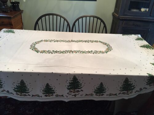"""VINTAGE OVAL CHRISTMAS TABLE CLOTH 63"""" X 57"""" CHRISTMAS TREES EXCELLENT (BR2-C)"""