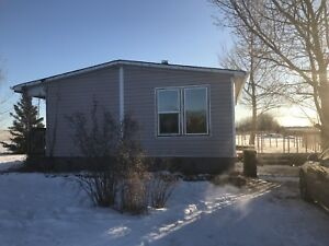 Mobile home to rent 8 km west of Lloyd