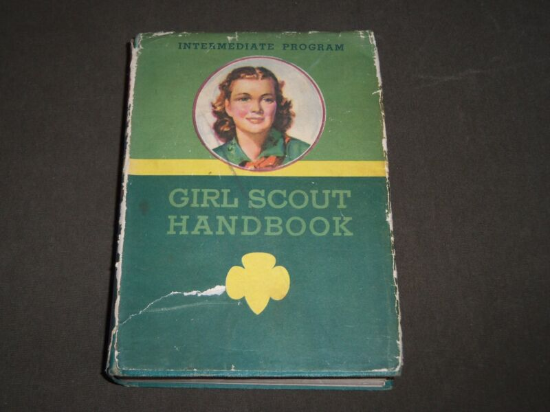 1943 GIRL SCOUT HANDBOOK FOR THE INTERMEDIATE PROGRAM NO. 20-101 - KD 4851