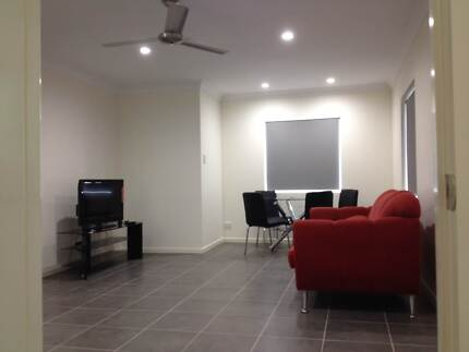 STUDENTS! SHORT DISTANCE TO GRIFFITH UNI & FRUIT SHOP! 2 ROOMS