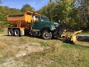 1986 International S-2500 Tandem Axle Plow Truck
