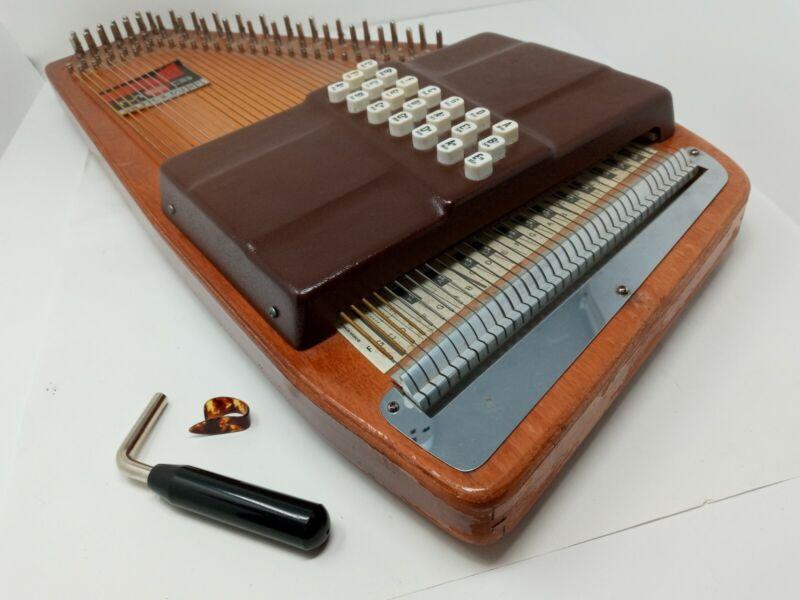 Oscar Schmidt MEG 21 Key Autoharp Sunburst Zither w/ Tuning Hammer Pick No Case
