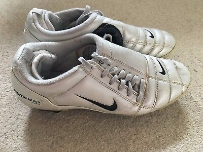 Nike Total 90 III boy's vintage football boots in silver - size 5