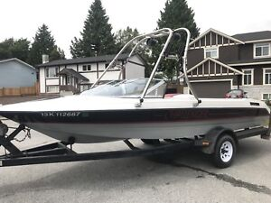 1990 Bayliner Ski Challenger Ski and Wakeboard Boat
