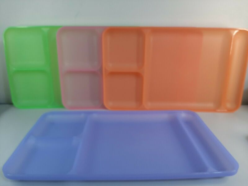 Tupperware #1535 Divided Trays Lot of 4 Picnic Cafeteria Dinner Lunch Pastel