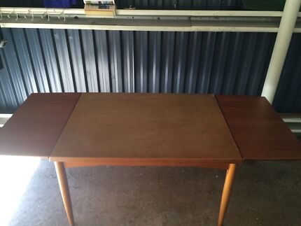 Extendable timber table Barrack Point Shellharbour Area Preview