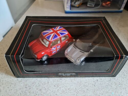 LCD+Welly+Mini+Cooper+Gift+Set+Diecast+Red+%26+Silver+Union+Jack+Flag+Roof