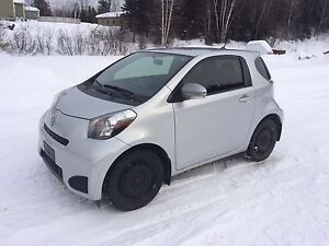 Scion IQ hatchback 2 porte 2014