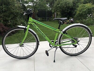Islabikes Beinn 26 lightweight bike (for 8+) in green with mudguards & stand