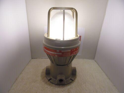 HUBBELL KILLARK Vertical MT. EBF261 Light Hazardous Location 26W 120V PL-13 Lamp