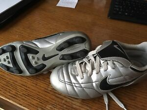 Kids soccer cleats size 13C