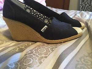 Size 8 Toms