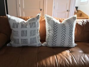 2 pillow covers! White and black.