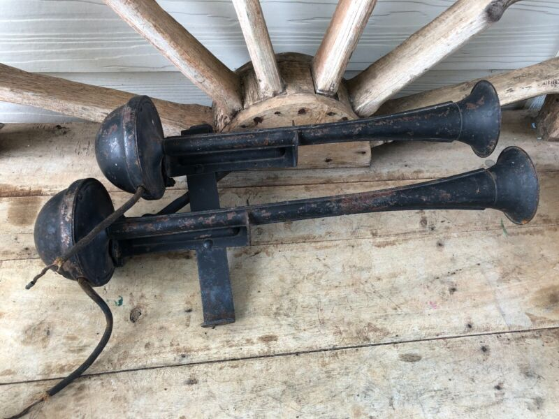 Vintage Antique Double Trumpet Horn Car/Truck made by Spartan Jackson Michigan