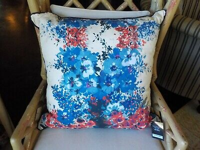- KIM SEYBERT 2 DESIGNER BLUE CORAL GREEN FLORAL DECORATIVE ACCENT THROW PILLOWS