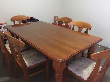 Dining Table in  almost new condition