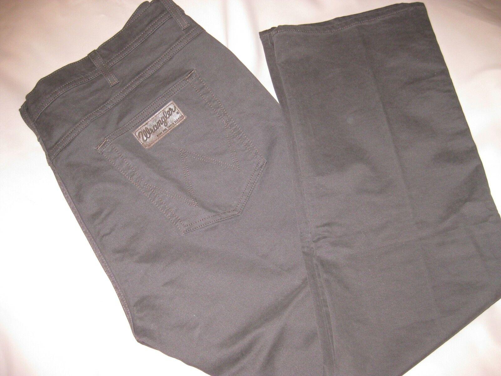 Wrangler Jeans Herren Modell Arizona Stretch W42/L32 ungetragen heuwertig braun