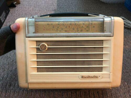 Amalgamated Wireless AWA Radiola 559P Valve portable Radio