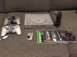 SONY Playstation 1 (one) + 2 manettes +5 jeux