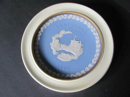 WEDGWOOD BLUE JASPERWARE FRAMED WINDSOR CASTLE CHRISTMAS 1969 PLATE