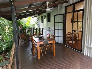 NIGHTCLIFF. BREEZY VERANDAH. AIRCON 3 BR TOP FLOOR. Coconut Grove Darwin City Preview