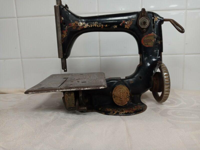Vintage Singer Chain Stitch # 24 -26 Sewing Machine  1910