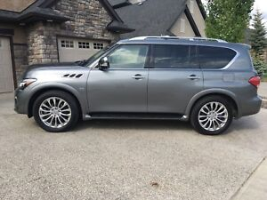 2015 Infiniti QX80 - low kms!