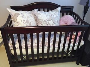 Brand new, unused Sorelle Sophia 4-in-1 Convertible Crib