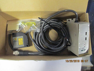 Omron Z4m-w100ra -new-laser Displacement Sensor