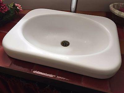 Lavabo ancien blanc émaillé