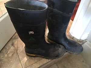 Size 12 rubber boots like new