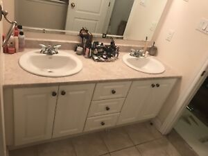 Double vanity with sinks, faucets and mirror