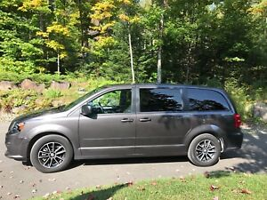 Dodge caravan sxt plus black top