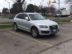 2012 Audi Q5 premium. *Back up cam *GPS