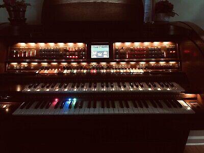 Lowrey Sensation SU430 Organ in Excellent Condition