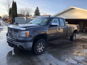 2010 GMC 2500 HD 4x4 Pickup Truck
