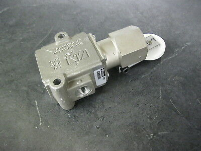 Parker 3-way 2-position Cam Operated Spool Valve Cw9225 Overriding Roller Lever