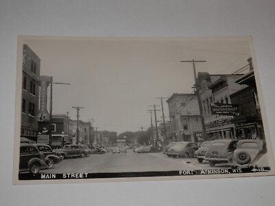 FORT ATKINSON WISCONSIN - REAL-PHOTO POSTCARD - MAIN STREET - JEFFERSON COUNTY