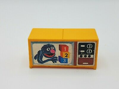 Vintage FISHER PRICE LITTLE PEOPLE 938 SESAME STREET TELEVISION Yellow TV GROVER
