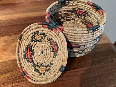 Vintage small hand woven lidded mini basket, beautiful