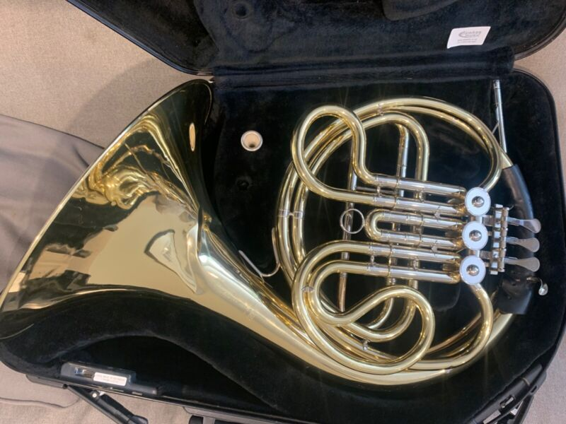 Yamaha single French horn in F